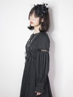 +Mercédes+ Retro Gothic Peaked Collar One-piece  053